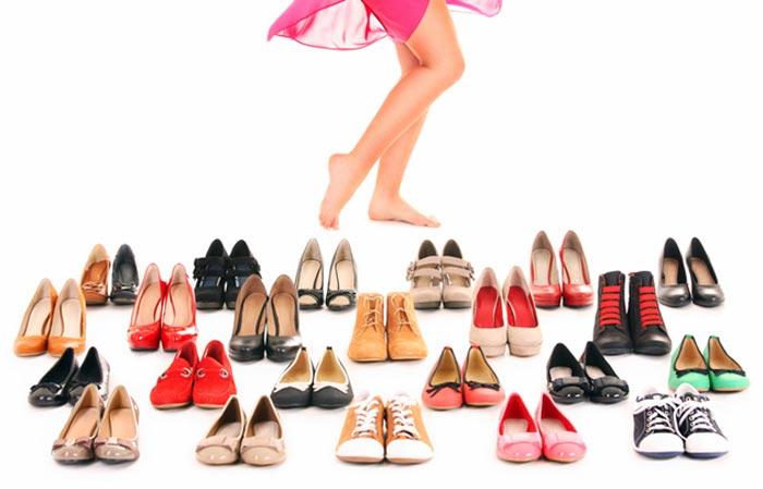 Wiele par butów.