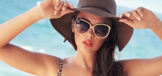 kobieta w okularach przeciwsłonecznych
