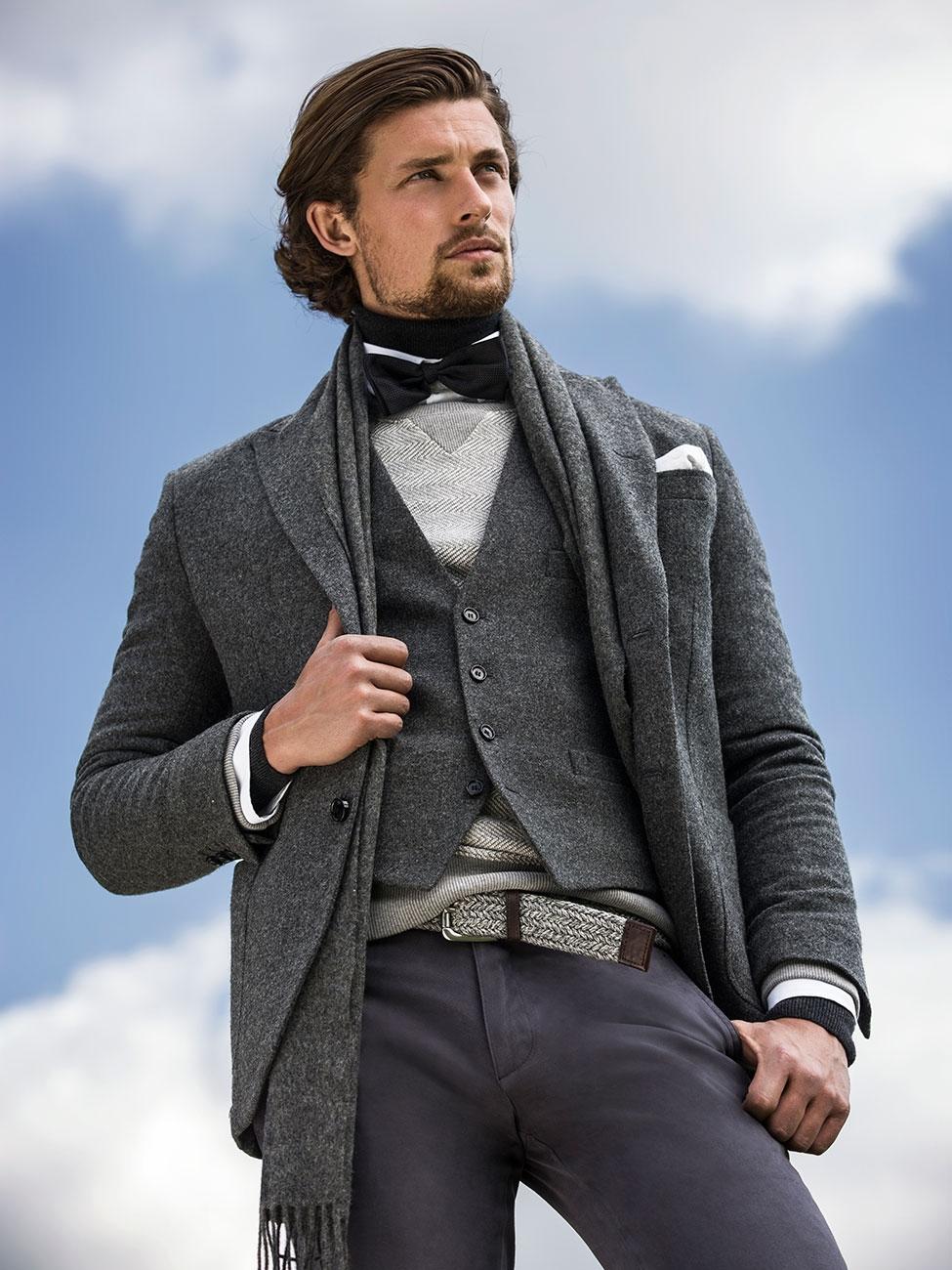 3cb95cdfe0 Nie inaczej jest w tym roku – elegancki i klasyczny mężczyzna zawsze  prezentuje się atrakcyjnie. Klasycznymi kolorami są więc czerń