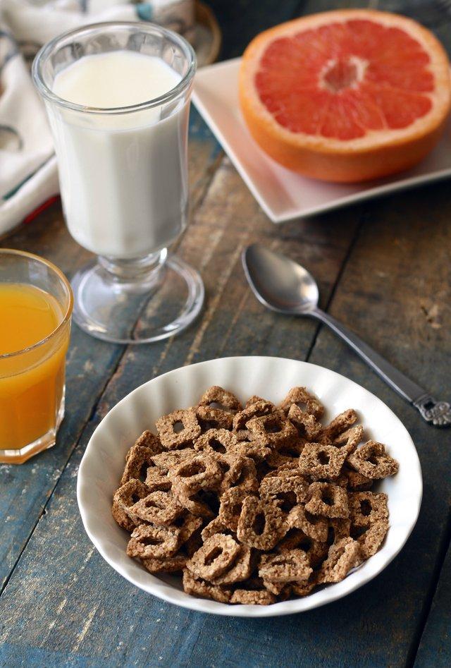 Produkty zbożowe i mleczne oraz owoce - sposób na zdrowe jelita człowieka